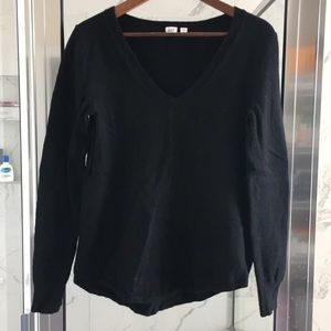 Gap Wool-Blended V-neck Sweater